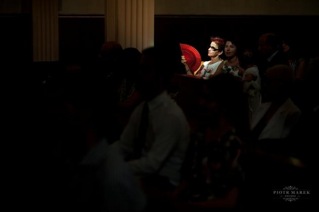 fotografia ślubna - Zdjęcia ślubne, Wachlarz, słońce, zdjęcia w kościele