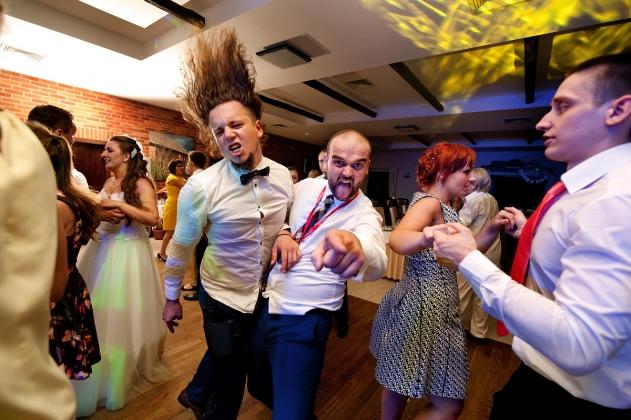 fotografia ślubna - Szalona zabawa na weselu