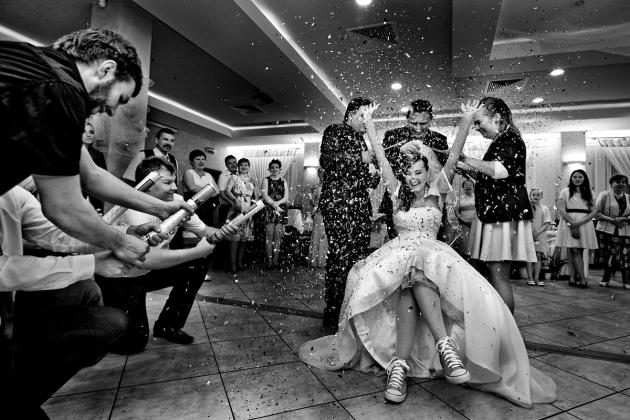fotografia ślubna - Oczepiny weselne