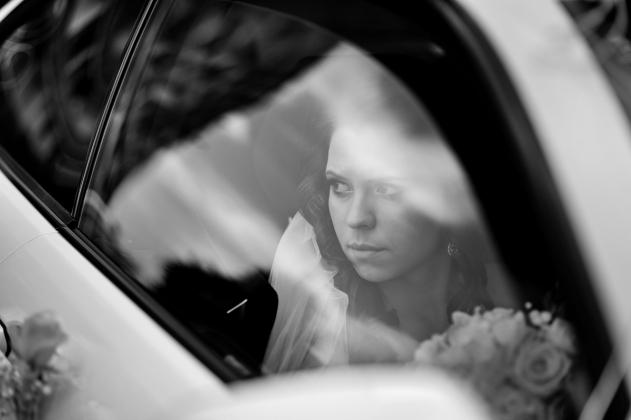 fotografia ślubna - samochód ślubny, Panna młoda, szyba, Rybnik