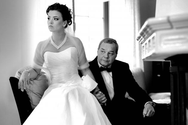 fotografia ślubna - Przygotowania Pani młoda i ojciec pani młodej